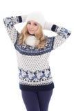 Портрет симпатичной красивой девушки в одеждах зимы изолированных дальше Стоковая Фотография RF