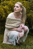 Портрет сидя женщины Стоковые Фото