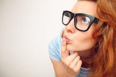 Портрет смешной девушки в сомнении Стоковое фото RF