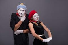 Портрет смешных пар пантомимы с белыми сторонами и Стоковые Фото