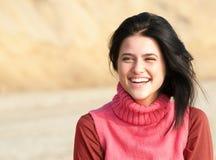 Портрет смеясь над девушки в пинке Стоковые Изображения