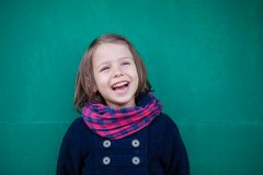 Портрет смеясь над девушки preschooler Стоковая Фотография