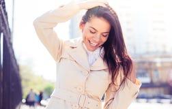 Портрет смеясь над женщины outdoors стоковая фотография rf