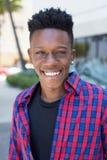 Портрет смеяться над Афро-американским человеком стоковые фотографии rf