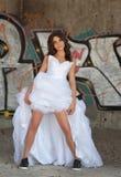 Портрет современной sporty невесты в gumshoes Стоковое Изображение