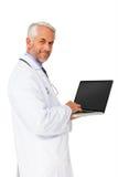 Портрет содержимого мужского доктора используя компьтер-книжку Стоковые Изображения RF