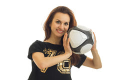 Портрет спортсменов счастливых красивых девушки который смеется над и держится шариком около стороны Стоковые Фото