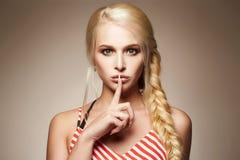 портрет способа красотки белокурая девушка сексуальная Стоковые Изображения