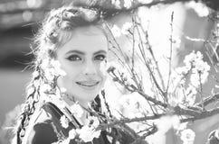портрет способа красотки здоровье молодости, счастье и свежесть, люди и природа, флористический дизайн Стоковое Изображение RF