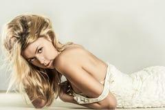 Портрет способа молодой красивейшей женщины Стоковые Фотографии RF