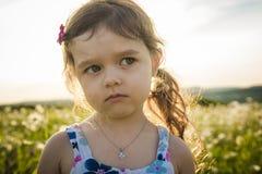 Портрет 5 старого кавказского лет захода солнца девушки ребенка Стоковое Изображение RF