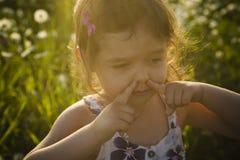 Портрет 5 старого кавказского лет захода солнца девушки ребенка Стоковое Изображение