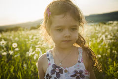 Портрет 5 старого кавказского лет захода солнца девушки ребенка Стоковое фото RF