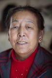 Портрет старой тибетской женщины Стоковые Изображения