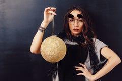 Портрет стекел обольстительной девушки битника нося Стоковые Фотографии RF