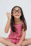 Портрет стекел маленького азиатского ребенка нося Стоковые Фото