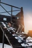 Портрет стиля армии милой дамы на предпосылке зимы Стоковое фото RF