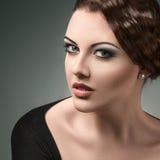 Портрет стиля молодой красивой женщины ретро Стоковое Изображение RF