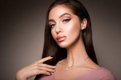 Портрет стороны женщины красоты Красивая модельная девушка с совершенной свежей чистой кожей Стоковые Изображения RF