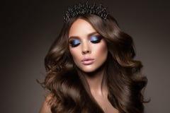 Портрет стороны женщины красоты Красивая модельная девушка с совершенной свежей чистой кожей Стоковое Фото