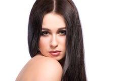 Портрет стороны женщины красоты с чистой свежей кожей, длинными волосами и Стоковые Фотографии RF