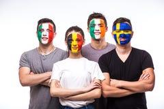 Портрет стороны футбольных болельщиков поддерживает их национальную команду: Бельгия, Италия, Ирландская Республика, Швеция стоковые фотографии rf