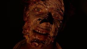Портрет страшных зомби в темноте акции видеоматериалы