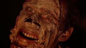 Портрет страшных зомби в темноте видеоматериал