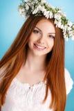 Портрет студии девушки в венке цветков Стоковые Фотографии RF