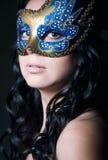 Загадочная красотка под маской Стоковые Изображения RF