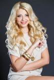 Портрет студии сногсшибательной блондинкы красоты Стоковые Фото