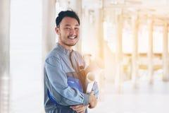 Портрет счастливого азиатского инженера Стоковое фото RF