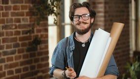 Портрет счастливого архитектора сток-видео