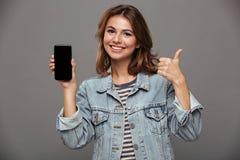 Портрет счастливого веселого девочка-подростка Стоковое Фото