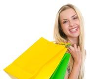 Портрет счастливого девочка-подростка с хозяйственными сумками Стоковые Фотографии RF