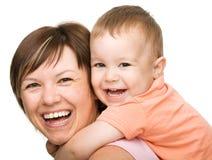 Портрет счастливого сынка с матью стоковое изображение rf