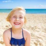 Портрет счастливой здоровой девушки в купальнике на seashore Стоковое Изображение RF