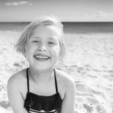 Портрет счастливой здоровой девушки в купальнике на seashore Стоковое Фото
