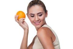 Портрет счастливой молодой женщины с соком Стоковое Изображение