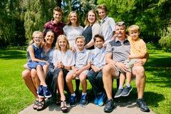 Портрет счастливой семьи 11 на стенде Стоковое фото RF
