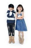Портрет счастливого азиатских мальчика и девушки имея потеху Стоковые Фотографии RF
