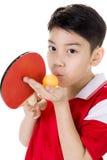 Портрет счастливого азиатского настольного тенниса игры мальчика Стоковое Изображение
