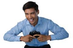 Портрет счастливого бизнесмена играя видеоигру Стоковые Изображения RF