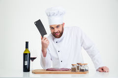 Портрет счастливого мужского кашевара шеф-повара подготавливая мясо Стоковое Изображение RF