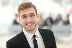 Портрет счастливого усмехаясь бизнесмена Стоковые Фото
