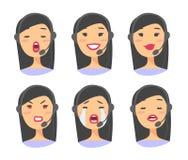 Портрет счастливого усмехаясь женского оператора телефона работы с клиентом Работник Callcenter с шлемофоном Иллюстрация Азия век Стоковое Изображение