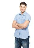 Портрет счастливого человека в голубой вскользь рубашке Стоковое Изображение