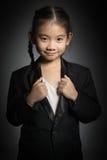 Портрет счастливой азиатской девушки с усмехаясь смотреть Стоковое Фото