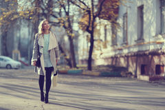 Портрет счастливой девушки на прогулке Стоковая Фотография RF