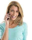 Портрет счастливой женщины используя умный телефон Стоковое Изображение